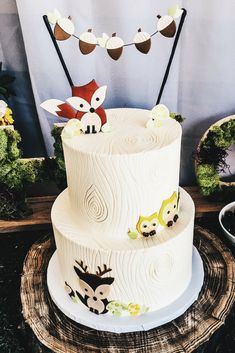 Woodland Animal Themed Party Decor for Birthday or Shower. This cake design would also work well for a lumberjack themed party or a Wild One party. #themedcakes