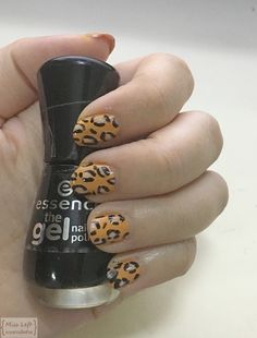 #nail #nailpolish #nailcolor #anailpainting #nailart #vavi #essence #tigernail #tigerprint