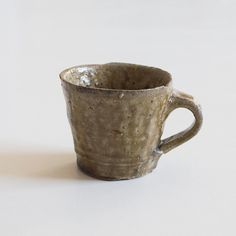 Green ceramic mug by Erik Haugsby Stoneware Clay, Ceramic Cups, Green And Brown, Liquor, Coffee Mugs, Pottery, Ceramics, Tableware, Wood