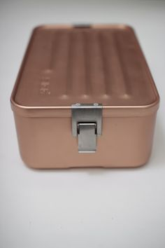 Sigg Kupfer Box Packaging, Packaging Design, Kitchenware, Tableware, Copper And Brass, Bento Box, Box Design, Aluminium, Household Items