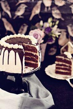 Für eine Baileys Osteraktion, habe ich bereits vor einiger Zeit diese Baileys Chocolate Luxe Torte gebacken. und einen Karame...