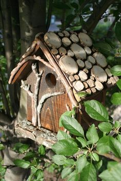 Love the roof on this birdhouse