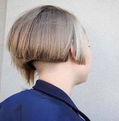 65 Stunning Short Haircuts for Thick Hair – Inspiration for Modern Women Shaved Bob, Shaved Nape, Shaved Sides, Sexy Bob Haircut, Haircut For Thick Hair, Short Hair Cuts, Short Hair Styles, One Length Bobs, Buzzed Hair