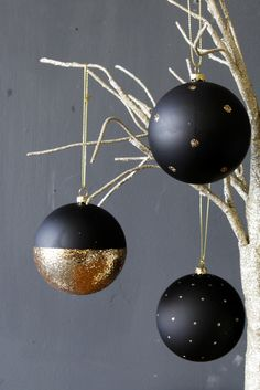 Set of 3 Black & Gold Christmas Baubles - View All Christmas - Christmas Hanging Christmas Tree, Cool Christmas Trees, Nordic Christmas, Noel Christmas, Christmas Baubles, Christmas Crafts, Christmas Interiors, Nouvel An, Christmas Tree Decorations