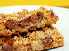 Великолепный шоколадный брауни со сливочным ирисом, шоколадом, сгущенкой и кокосовой стружкой – настоящий праздник вкуса, подготовка которого займет всего 25 минут