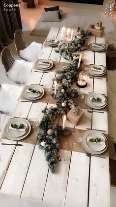 90 Scandinavian Christmas Decorations Ideas for an ultimate Hygge feeling at home - Weihnachtsdekoration - noel Christmas Dining Table, Christmas Candle Decorations, Scandinavian Christmas Decorations, Christmas Table Settings, Christmas Tablescapes, Christmas Candles, Holiday Tables, Rustic Christmas, Holiday Decor