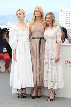 """Actresses Elle Fanning, Nicole Kidman and Kirsten Dunst attend """"The Beguiled"""" photocall during the annual Cannes Film Festival at Palais des Festivals on May 2017 in Cannes, France. Kirsten Dunst, Nicole Kidman, Beautiful Dresses, Nice Dresses, Summer Dresses, Elle Moda, Beauté Blonde, Dakota And Elle Fanning, Palais Des Festivals"""