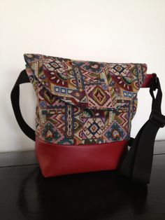 Messenger bag with faux leather bottom and gobelin fabric