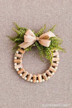 Mini Wine Cork DIY Ideas to Christmas Ornaments Wine Cork Wreath, Wine Cork Ornaments, Wine Cork Art, Wine Corks, Wine Craft, Wine Cork Crafts, Wine Bottle Crafts, Wine Bottles, 50 Diy Christmas Ornaments