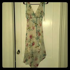 Worn once dress! Beautiful summery dress. Was worn once for a beach wedding. It is a size 5 and looks amazing on! Make an offer Speechless Dresses Midi