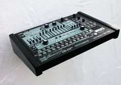 MATRIXSYNTH: V2 Customized Roland SH-32 Synthesiser/Sequencer