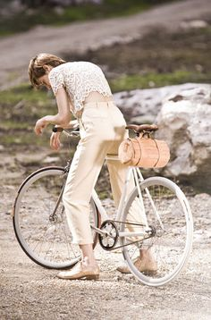 Bicycle purse!  Brilliant, and so much more beautiful than a basket.