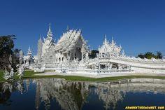 Für die dreistündige Fahrt von Chiang Mai ins zirka zweihundert Kilometer entfernte Chiang Rai, einer kleinen Stadt in der Nähe …