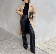 All Black Fashion, Cold Weather Fashion, Faux Leather Pants, Autumn Winter Fashion, Winter Style, Fall Winter, Winter Outfits, Cute Outfits, Street Style