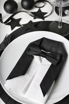 Tuxedo Inspired Table Decor — You can also fold paper napkins into a tuxedo. Trendenser used both a black and a white paper napkin to make this wonderful tuxedo and dress shirt napkin. Add a bow tie made of satin ribbon for a spectacular black and white table. #tuxedo #napkinfolding #tabledecor