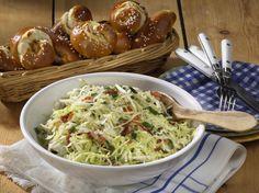 Bayerischer Krautsalat mit Laugengebäck Rezept