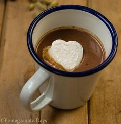Ever wanted to learn how to make your own Marshmallows? Now you can with this recipe and serve with some homemade Cardamon Hot Chocolate to boot. Recipes With Marshmallows, Chocolate Marshmallows, Homemade Marshmallows, Hot Chocolate, Healthy Family Meals, Healthy Snacks, Golden Syrup, Tray Bakes, Delicious Desserts