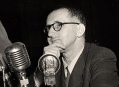 Spain - 1937. - GC - Barcelona - Discurso de Bertolt Brecht en el I Congreso Internacional