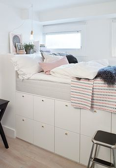 Having a tiny bed room is not a trouble. Allow's benefit from the tiny room to be an unique location in your house. Find tiny bedroom design suggestions and organization tips from specialists. Room Ideas Bedroom, Small Room Bedroom, Girls Bedroom, Dorm Room, Bedroom Decor, Tiny Bedrooms, Tiny Bedroom Storage, Bedroom Loft, Small Rooms