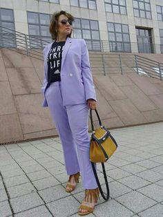 Metallic Trend 2019 – Outfit mit rosa Daunenjacke im