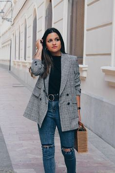 15 Trendy Back To School Outfits To Try This Year Rock these back to school outfits for the fall season! A blazer completes an outfit! Blazer Jeans, Look Blazer, Plaid Blazer, Denim Jeans, Checked Blazer, Maxi Blazer, Denim Coat, Back To School Outfits, Outfits For Teens