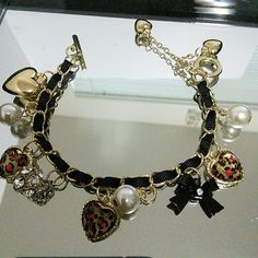 DARLING BRACELET Betsey Johnson Gold tone, bows, hearts, pearl  NWOT Betsey Johnson Jewelry Bracelets