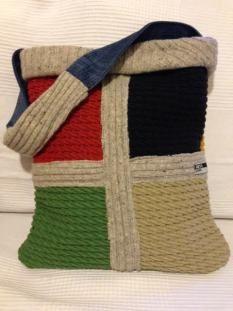 borsa con maglione e stoffe DIY upcycled