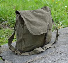 Distressed canvas bag - Vintage army canvas bag - Messenger bag - Green khaki bag - Haversack bag - Shoulder bag - Front Leather strap I present to your attention a vintage haversack. The bag was produced in 1971 in Bulgaria. You can use in everyday life. To go to school or university.