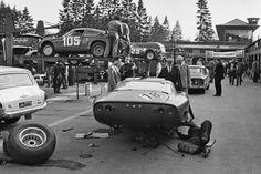 (18) Mario Cabral / Teodoro Zeccoli - Iso Grifo A3C Chevrolet - Prototipi Bizzarrini - (105) Klaus Steinmetz / Fritz Jüttner - Abarth-Simca 1300 Bialbero - Abarth & C. - ADAC-1000-km-Rennen Nürburgring - 1965 World Sportscar Championship, round 9 -  Challenge Mondial, round 3 - Deutsche Rundstrecken-Meisterschaft für Grand-Tourisme-Wagen, round 2