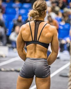 Athlete: @leonie_cf #theeurochampionship #london #crossfit #back #crossfiteurope #competition #elite #strongissexy #strong #women #lift #love #live #dedication #abs #kb #kbswing #ripped #live #love #lift #choices #healthy #girlswholift #wallballs #petewilliamsonphotography #xendurance #xenios @xendurance @xeniosusa #reebok @reebok #rippedabswomen