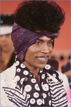 "And the award for best Prince anachronism goes to. Modernaire's ""Little Richard during the Diamonds & Pearls era."" This is HILARIOUS! And he's wearing a purple 'do rag too! (If that's a paisley print I'm done! Richard Diebenkorn, Soul Music, My Music, Indie Music, Gospel Music, Vintage Black Glamour, Vintage Style, Nostalgia, Soul Singers"