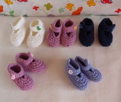 Items similar to Baby Booties white - pink button months) on Etsy Baby Booties, Baby Shoes, Knits, Booty, Button, Knitting, Trending Outfits, Unique Jewelry, Handmade Gifts