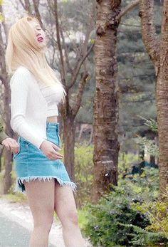 Your number one Asian Entertainment community forum! Beautiful Japanese Girl, Beautiful Asian Girls, Nayeon, Twice What Is Love, Side Boob Tattoo, Sana Minatozaki, Jean Mini Skirts, Twice Sana, Celebs