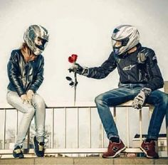 Motorcycle love The best, powerful, expensive and fast sportbikes… Do you want… Amore per la moto Le migliori, potenti, costose e veloci moto sportive … Vuoi … – Bike Couple, Motorcycle Couple, Motorcycle Wedding, Motorcycle Quotes, Motorcycle Style, Motorcycle Fashion, Biker Chick, Biker Girl, Biker Love