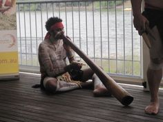Amazing instrument, Didgeridoo..... Australian Aboriginals, Didgeridoo, Land Of Oz, I Got Married, Sound Of Music, Sydney Australia, Anthropology, Art Music, I Fall In Love