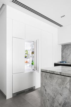 Fisher & Paykel Integrated French Door Fridge for seamless appliance integration in the Broad Residence kitchen & Interior design: Baldwin & Bagnall & Project photographed by: Katherine Lu Best Kitchen Designs, Modern Kitchen Design, Interior Design Kitchen, Kitchen Ideas, Interior Office, Interior Doors, Interior Paint, Farmhouse Kitchen Interior, 2019 Kitchen Trends