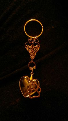 Porte clés bronze, Thématique de la nature avec les 3 éléments, le coeur pur en connexion avec l'animal qui nous est chère. Créé par Val alias Sorina888