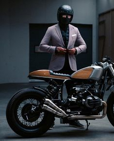 Bmw Motorcycle Cruiser Cafe Racers New Ideas Brat Bike, Retro Motorcycle, Cafe Racer Motorcycle, Motorcycle Style, Motorcycle Gear, Cafe Racer Helmet, Motorcycle Accessories, Honda Cb750, Yamaha Fz 16