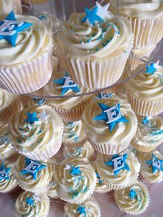 baby shower decorations blue and white Sweet Table Decorations, White Wedding Decorations, Blue Wedding Centerpieces, Baby Shower Decorations, Boys Christening Decorations, Wedding Cupcakes Fondant, Baptism Cupcakes, Cupcake Cakes, Christening Cake Boy