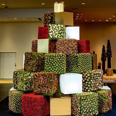 Christmas tree installation in Ginza, Tokyo by Nicolai Bergmann & Team, December 2020 Christmas Home, Flower Arrangements, Gift Wrapping, Shapes, Floral, Tokyo, November, Decor, Gift Wrapping Paper
