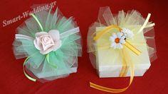 Λουλουδένια μπομπονιέρα με κουτί και τούλι