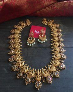 Antique Jewellery Designs, Antique Jewelry, Gold Jewelry, Jewelry Design, Indian Necklace, Indian Jewelry, Antique Necklace, Imitation Jewelry, South India