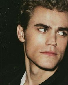 Paul Wesley aka Stefan Salvatore Oh the swoon is real Vampire Diaries Stefan, Paul Wesley Vampire Diaries, Serie The Vampire Diaries, Vampire Diaries Wallpaper, Vampire Diaries The Originals, Serie Vampire, Vampire Daries, Estefan Salvatore, The Salvatore Brothers