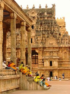 8 Places to See Magnificent South India Temples