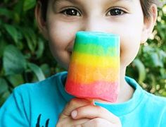 Gorgeous rainbow pudding popsicles for kids by @Jill Meyers Parkin!