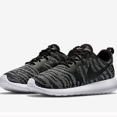 NWOT Nike Roshe run knit jacquard women's size 9 Womens size 9 black and white NWOT  Nike Shoes Athletic Shoes