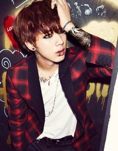Jin OMG what happened to you you Look so badass XDDD