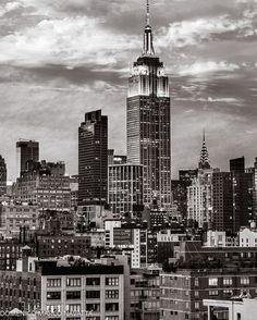 Empire State Building by @magicofnewyork #nyc #newyork #newyorkcity #manhattan #brooklyn #queens #eastvillage #westvillage #midtown #downtown #tribeca #soho #uppereastside #upperwestside