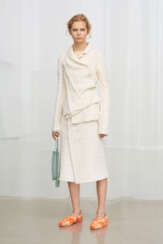 Jil Sander Pre-Fall 2018 Collection Photos - Vogue Level 4. Love as is.