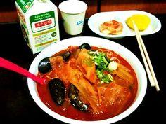 기사의 5번째 이미지: #2 ASSORTED SEAFOODS, MIXED VEGGES WITH SPICY & HOT BROTH, NOODLE...ONE OF MY FAVOR, I EAT THIS BOWL ALL THE TIME...CNN PICKED S KOREA'S HOTTEST FOODS !